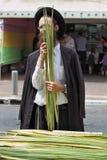 Religiös ung jude i traditionell klänning Royaltyfria Bilder