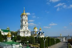 Religiösa byggnader, ortodox kristen domkyrka med guld- gör royaltyfri bild