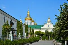 Religiösa byggnader, ortodox kristen domkyrka med guld- gör royaltyfri foto