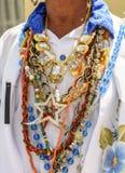 Religiösa halsband som används på festivalen arkivbilder