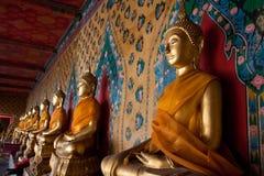 Religiösa statyer i tempel Arkivfoto