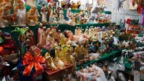Religiösa statyetter och djur royaltyfri foto