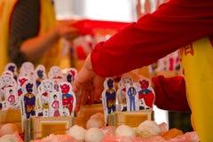 Religiösa troar för traditionell kines, offerings, humanoidkort royaltyfri bild