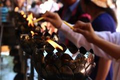 Religiöse Feier im Tempel, Thailand Stockbilder
