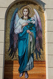 Religiöse Malerei, die einen Engel mit Blumen darstellt Lizenzfreie Stockfotos