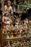 Religiöses Weihnachtsminiaturzahlen (Dekorationen) am Weihnachten Stockbild