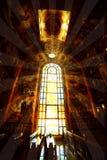 Religiöst målat glassfönster i en domkyrka Royaltyfri Foto