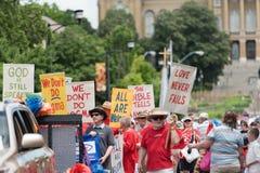 Religiöst medräknande för bögar i Des Moines Arkivfoton