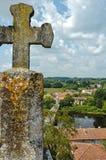 Religieux croisez plus de le saint Germain de Confolens de paysage de rivière photo stock