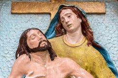 Religijna kamienna statua w kolorze reprezentuje politowanie Michelangelo obrazy royalty free