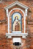 Religijna mozaika na wąskiej ulicie w Wenecja, Włochy Zdjęcia Royalty Free