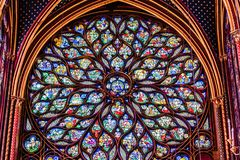 Religijnego witrażu różani okno w Sainte Chapelle, norma fotografia royalty free