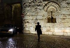 Religijny żyd chodzi w Zion bramę Obrazy Royalty Free