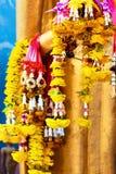 Religion Buddhistische Blume, die für Tempel anbietet Buddhistisches Traditio Lizenzfreie Stockbilder