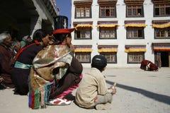 religion festivaler, dräkter, tradition, buddism som är exotisk, lopp som är färgrikt, kloster Royaltyfri Foto