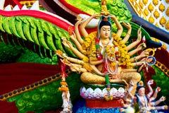 Religion Thailand Guanyin staty, Wat Plai Laem, stor Buddha Te Royaltyfri Foto