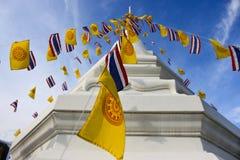 Religionflaggor med pagoden Royaltyfri Foto