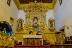 Religiosi dorati decorati si alterano molto dentro Fotografia Stock Libera da Diritti
