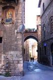 Religiöses Wandgemälde und romantische Gasse, Perugia, Italien Stockfotografie