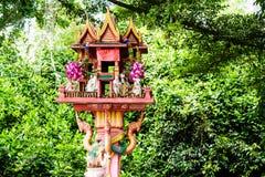 Relikskrin av hushållguden eller andehuset i Thailand royaltyfri bild