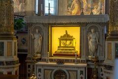 Relikwieënschrijn die de kettingen van St Peter in kerk van Heilige Peter in Kettingen San Pietro in Vinc bevatten royalty-vrije stock fotografie