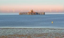 Relikwii windfarm i molo Zdjęcia Royalty Free