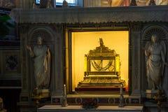 Reliquaire contenant les chaînes de St Peter dans l'église de St Peter dans les chaînes San Pietro dans Vinc Image stock