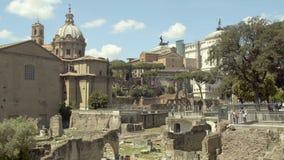 Reliquias antiguas de la plaza de Roman Forum en el centro de Roma, capital de Italia, turismo metrajes