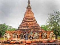 Reliquias religiosas en Stupe en el parque histórico de Sukhothai en Tailandia Fotos de archivo libres de regalías