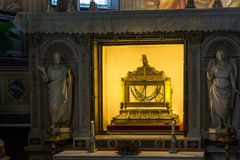 Reliquienkästchen, welches die Ketten von St Peter in der Kirche von St Peter in den Ketten San Pietro in Vinc enthält Stockbild