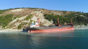 Relitto abbandonato famoso sul mare colpo Vista superiore di una nave abbandonata sulla spiaggia fotografia stock