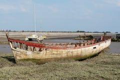 Relitto del peschereccio nel cimitero delle barche a bassa marea immagine stock