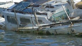 Relitto della barca sul mare archivi video