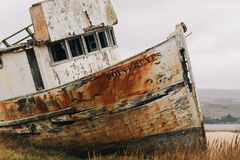 Relitto della barca sul modo indicare Reyes fotografia stock