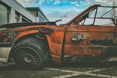 Relitto fuori bruciato dell'automobile Fotografie Stock Libere da Diritti