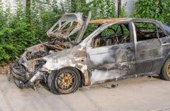 Relitto fuori bruciato dell'automobile Immagini Stock Libere da Diritti