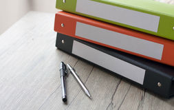 Reliures colorées de document Photos stock