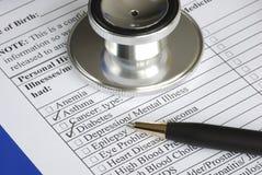 Relleno del cuestionario del historial médico Foto de archivo