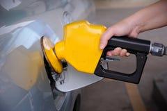 Relleno del surtidor de gasolina foto de archivo libre de regalías