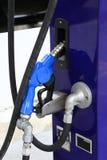 Relleno del surtidor de gasolina Fotografía de archivo