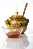 Relleno del tarro de la miel Foto de archivo libre de regalías