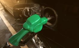 Relleno encima de depósito de gasolina foto de archivo libre de regalías