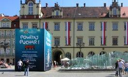 Reloj 2012 de la cuenta descendiente del trofeo del EURO en el Wroclaw, POLÍTICO Fotografía de archivo libre de regalías