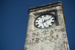 Reloj al aire libre viejo Fotografía de archivo libre de regalías