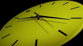 Reloj amarillo. Lapso de tiempo. almacen de video