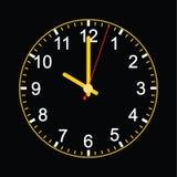 Reloj análogo en fondo negro Foto de archivo