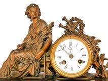 Reloj antiguo con los instrumentos de cobre amarillo de la sentada y de música de la mujer Foto de archivo