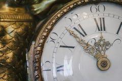 Reloj antiguo con los números romanos Fotos de archivo