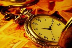 Reloj antiguo de oro Imagen de archivo libre de regalías