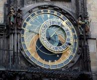 Reloj astronómico en ayuntamiento viejo foto de archivo